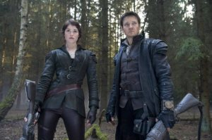 gemma-arterton-jeremy-renner-hansel-and-gretel-witch-hunters-2013-paramount